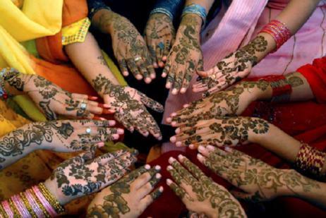 Group Mehndi Hands : Piasmehendi